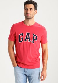 GAP - ARCH TEE - T-shirt print - weathered red - 0