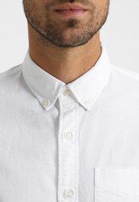 GAP - BASIC OXFORD - Koszula - optic white - 4