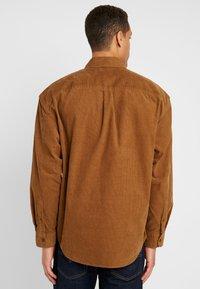 GAP - OVERSHIRT - Camisa - cream caramel - 2