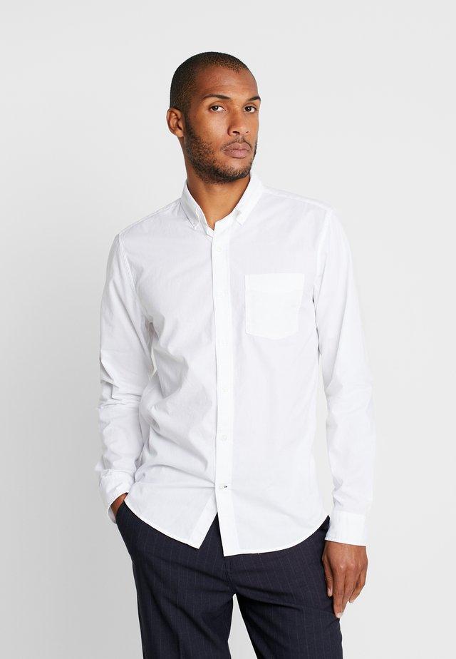 BASICS SLIM FIT - Koszula - optic white
