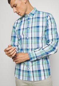 GAP - Koszula - blue/green - 5