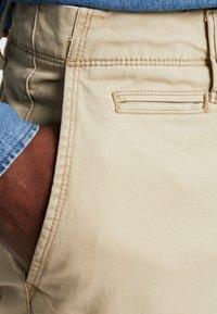 GAP - VINTAGE WASH - Kalhoty - iconic khaki - 4