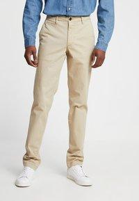 GAP - VINTAGE WASH - Kalhoty - iconic khaki - 0
