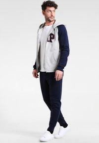 GAP - MODERN LOGO - Pantalon de survêtement - tapestry navy - 1