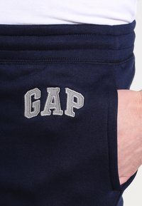 GAP - MODERN LOGO - Trainingsbroek - tapestry navy - 3
