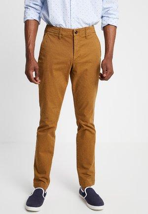 V-LIVED - Chino kalhoty - palomino brown global