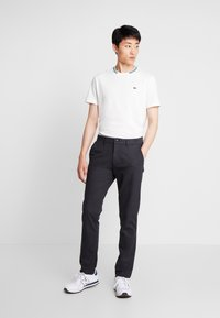 GAP - SLIM TEXTURED PANT - Tygbyxor - moonless night - 1