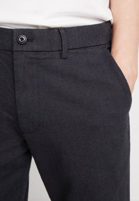 GAP - SLIM TEXTURED PANT - Tygbyxor - moonless night - 5