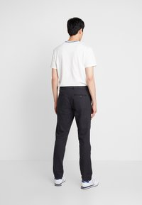 GAP - SLIM TEXTURED PANT - Tygbyxor - moonless night - 2