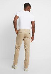 GAP - Chino kalhoty - iconic - 2