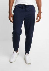 GAP - LOGO TAPE JOGGER - Pantalon de survêtement - tapestry navy - 0