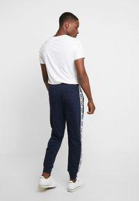 GAP - LOGO TAPE JOGGER - Pantalon de survêtement - tapestry navy - 2