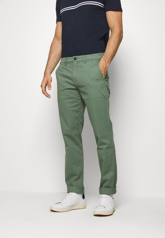 ESSENTIAL - Chinos - new olive