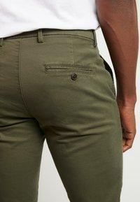 GAP - ESSENTIAL SLIM FIT - Kalhoty - black moss - 5