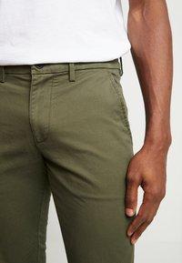 GAP - ESSENTIAL SLIM FIT - Kalhoty - black moss - 3