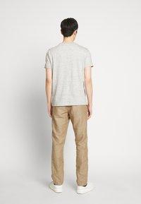 GAP - NEW SLIM PANTS - Kangashousut - beige - 2