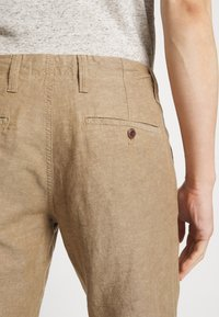GAP - NEW SLIM PANTS - Kangashousut - beige - 5