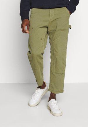 CARPENTER PANT - Spodnie materiałowe - spanish olive