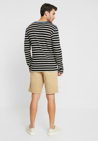 GAP - STRETCH SOLID LIVED - Short - mojave - 2