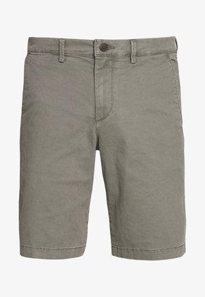 IN SOLID - Shorts - mesculen green