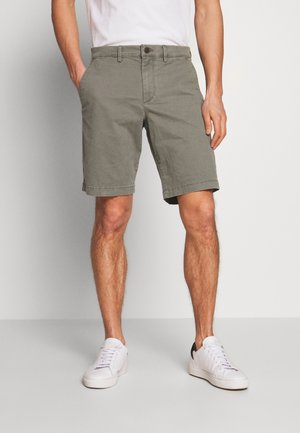 IN SOLID - Shorts - mesculen green