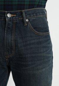 GAP - V-STRAIGHT AUTHENTIC - Džíny Straight Fit - dark blue - 5