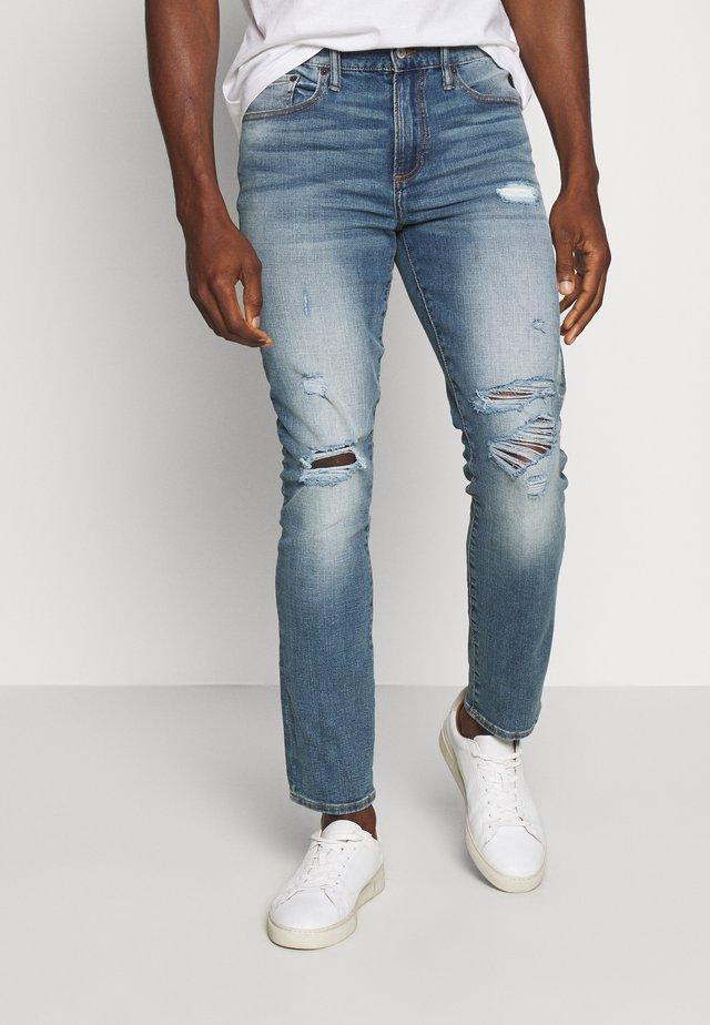 WEARLIGHT SOFT MEDIUM DESTROY - Jeans Slim Fit - medium indigo
