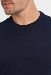 GAP - EVERYDAY CREW SOLIDS - T-shirt - bas - tapestry navy - 4