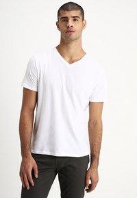 GAP - EVERYDAY SOLIDS - T-shirt - bas - white - 0