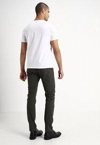 GAP - EVERYDAY SOLIDS - T-shirt - bas - white - 2
