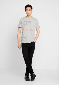 GAP - CHEST PRIDE  - T-shirt med print - grey heather - 1