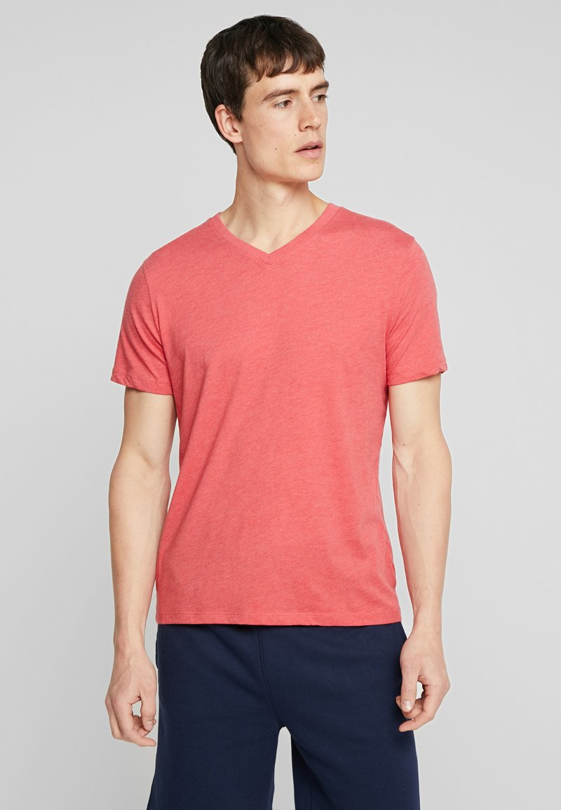 GAP - V-EVERYDAY - Basic T-shirt - weathered red