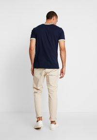 GAP - ARCH RINGER - Print T-shirt - tapestry navy - 2