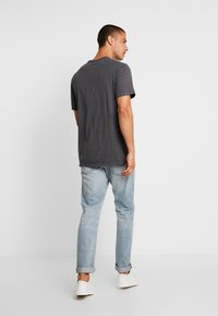 GAP - BUBBLE  - T-shirt z nadrukiem - soft black - 2