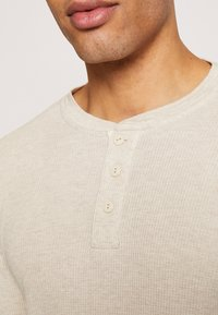 GAP - WAFFLE - Maglietta a manica lunga - oatmeal - 5