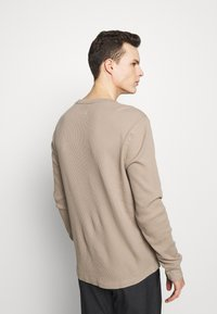 GAP - WAFFLE CREW - Pullover - fall beige - 2