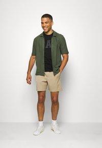 GAP - BASIC LOGO - T-shirt z nadrukiem - true black - 1