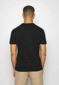 GAP - BASIC LOGO - T-shirt z nadrukiem - true black - 2