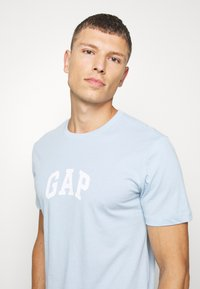 GAP - V-MINI ARCH LOGO - Print T-shirt - light blue shadow - 3