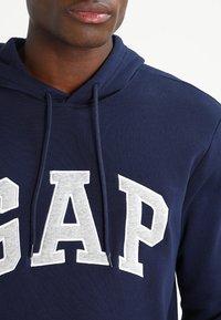 GAP - ARCH - Bluza z kapturem - tapestry navy - 3