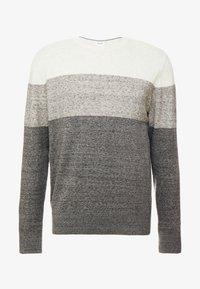 colorblock grey
