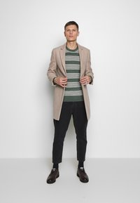 GAP - MAINSTAY CREW - Sweter - winter forest - 1