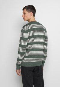 GAP - MAINSTAY CREW - Sweter - winter forest - 2
