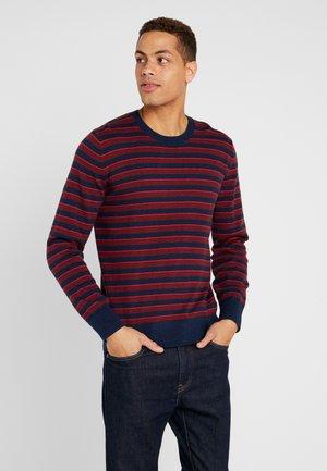 CORE ALLOVER STRIPE - Sweter - pure red