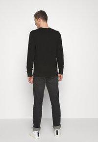 GAP - MAINSTAY VEE - Jersey de punto - true black - 2