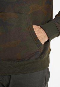 GAP - ARCH FLAG - Bluza z kapturem - green - 5