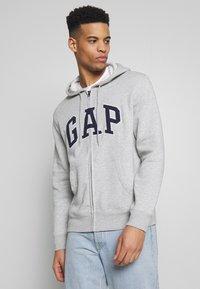 GAP - ARCH - Mikina na zip - light heather grey - 0