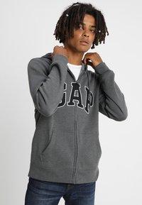 GAP - ARCH - Zip-up hoodie - charcoal grey - 0