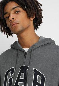 GAP - ARCH - Zip-up hoodie - charcoal grey - 3