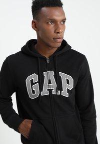 GAP - ARCH - veste en sweat zippée - true black - 4